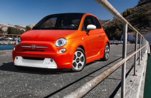 FCAグループのフィアットブランドのEV「FIAT 500e」。2020年にモデルチェンジが予定されている。(出所:FCA)