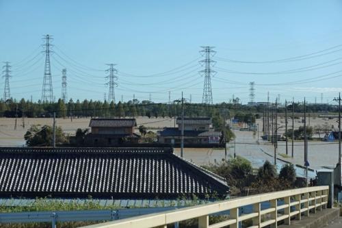都幾川などの決壊で一帯が浸水した埼玉県東松山市早俣地区。2019年10月13日撮影(写真:日経 xTECH)
