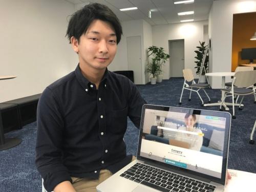 スタディスト マーケティング部の坂野元紀氏。副業としてWebメディアやWebサービスを開発・運営している