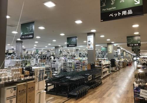 広大な店内では約10万点の商品を扱う