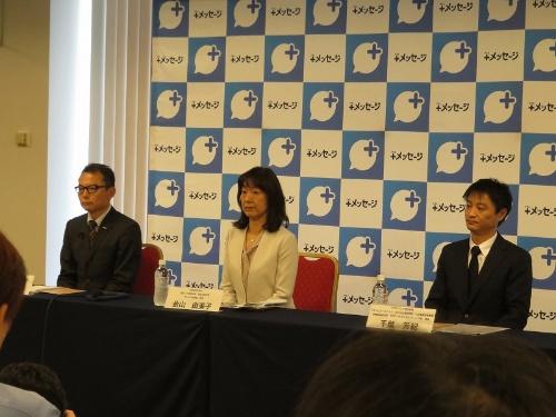 +メッセージを共同で発表するNTTドコモの藤間 良樹部長(左)、KDDIの金山 由美子部長(中央)、ソフトバンクの千葉 芳紀部長(右)