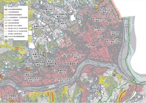 倉敷市真備・船穂地区の洪水・土砂災害ハザードマップ。赤く塗られた範囲は浸水深が5m以上になる危険性がある。2020年版(写真:倉敷市)