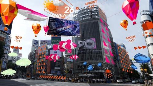 現実空間の街に情報をAR表示するイメージ