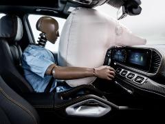 運転席側のエアバッグの展開