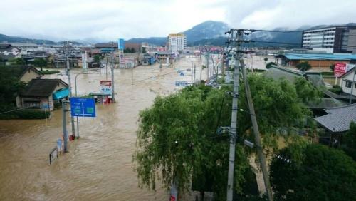 2018年7月の西日本豪雨で浸水した愛媛県大洲市の市街地。鹿野川ダムの緊急放流の影響で肱川が氾濫し、大洲市が被害を受けた(写真:国土交通省)