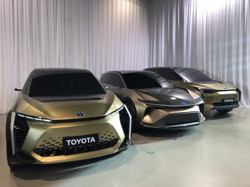 トヨタ自動車が開発中のEVのモックアップ