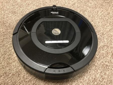 米アイロボットの掃除ロボット「Roomba」(ルンバ)。人間に代わり部屋中の床のホコリを吸い取り綺麗にしてくれる