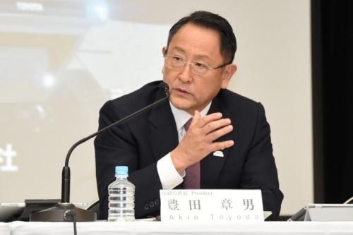 2019年3月期連結決算の説明に臨んだトヨタ自動車代表取締役社長の豊田章男氏(写真:日経 xTECH)