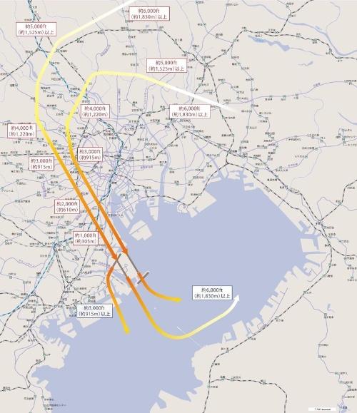 羽田空港の国際線の増便で必要とされる新飛行ルート。航空機が都心上空を低空で通過するため、ルート上にある地区からは騒音などを懸念する声が上がっている(資料:国土交通省航空局)