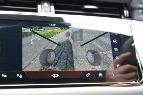 図3 段差の激しい悪路を想定したレーンを走行しているときの車体下の様子