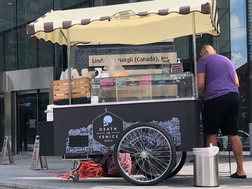 街中にあるアイスクリームの屋台などでも当たり前にクレジットカード決済ができる