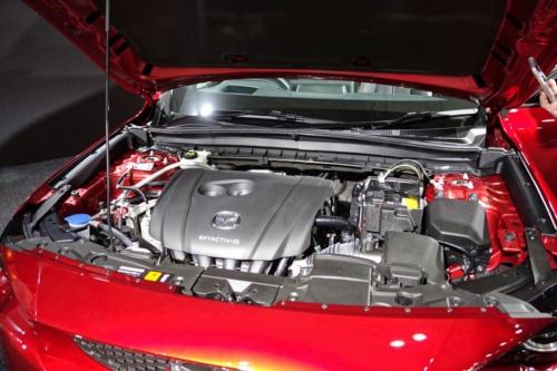 EVかと思いきやエンジン車(簡易ハイブリッド車)を用意していたMX-30。ロータリーエンジンがあれば……(撮影:日経クロステック)