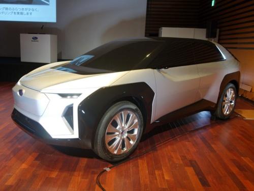 トヨタとスバルが共同開発するプラットフォームを採用したEV。写真はスバルのコンセプト(撮影:日経クロステック)