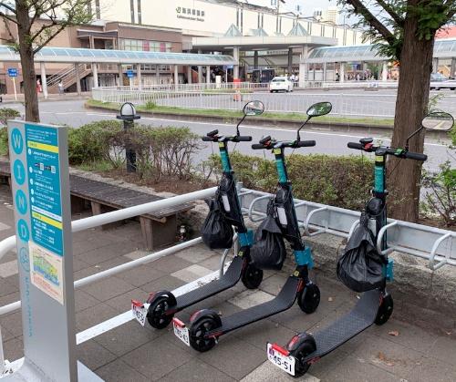 海浜幕張駅前にある電動キックボードのステーション