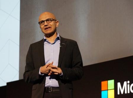 日本で講演する米マイクロソフトのサティア・ナデラCEO