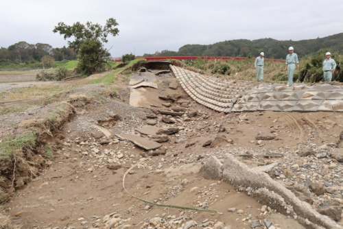 台風19号で決壊した那珂川右岸の堤防(写真:日経 xTECH)