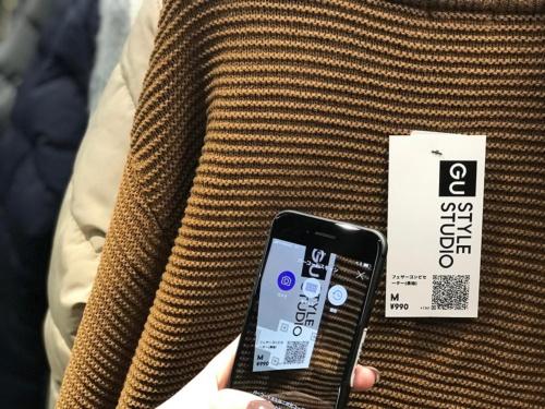 ジーユーが原宿に開業した新型店舗。商品のQRコードを登録することで、アプリのお気に入りに直接商品を登録できる