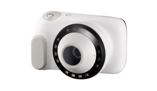 皮膚科医向けの医療用デジタルカメラ。小型化や高速連写などコンシューマー向けデジタルカメラで培った技術が使われている