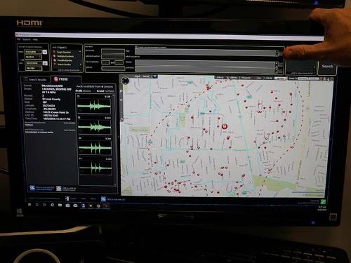 ショットスポッターの管理画面。銃撃が起こった場所(大きな赤い点)を地図上で確認できる
