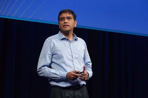 OCP Global Summitで講演するフェイスブックのビジャイ・ラオ氏