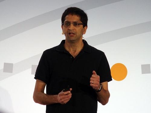 「TensorFlow Dev Summit 2018」で基調講演する米グーグルのラジャ・モンガ氏