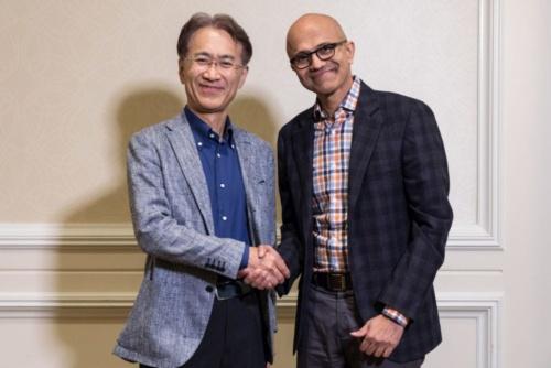 ソニー 取締役代表執行役社長兼CEO(最高経営責任者)の吉田憲一郎氏とマイクロソフト CEOのSatya Nadella氏