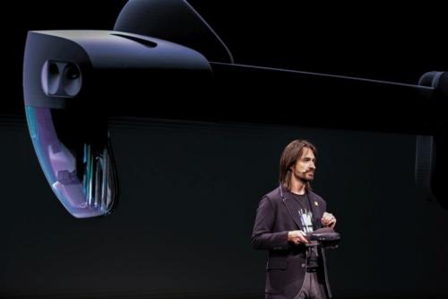 2019年2月に開催された「MWC19」でキップマン氏が「HoloLens 2」を発表
