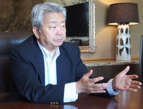 発表会当日、日経BPなどの質問に答える澤田氏(撮影:日経 xTECH)