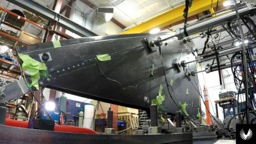 炭素繊維複合材料製の機体部品