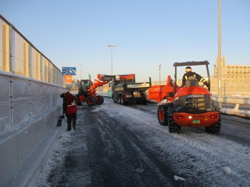 1月の大雪では除雪や排雪に手間取り、通行止めが長期に及んだ(出所:首都高速道路会社)