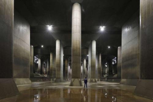 首都圏外郭放水路の調圧水槽。「地下神殿」の異名を持ち、国内外の観光客から人気の撮影スポットだ(写真:国土交通省)