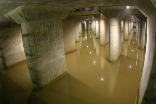 従来は雨水がたまっている間は見学を中止していたが、8月以降は「特別見学プラン」として内部をのぞけるサービスを提供する予定(写真:国土交通省)
