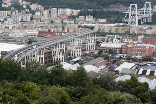 8月14日に崩落したモランディ橋。1967年に完成した(写真:AP/アフロ)