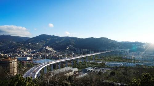 新橋の完成予想図。橋の西側から東を望む(資料:ジェノバ復興委員会)