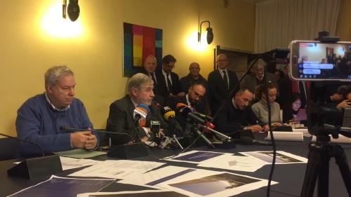 再建案を発表するジェノバのマルコ・ブッチ市長(左から2番目の人物)。「ジェノバにとって大きな一歩だ」と語った(資料:ジェノバ市)
