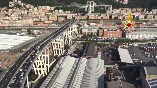 崩落したポルチェベーラ高架橋(写真:Vigili del Fuoco)