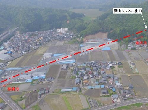 深山トンネルの掘削は、1月中旬に敦賀方面の坑口(写真のトンネル出口)から開始した(写真:鉄道建設・運輸施設整備支援機構)