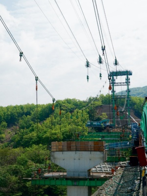 俵山大橋の復旧工事の様子。2018年4月撮影(写真:日経コンストラクション)