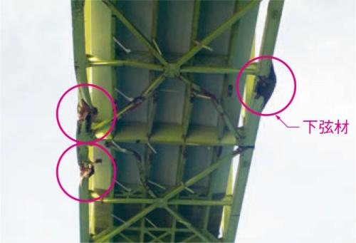 大島大橋の中央径間付近を下から見上げた様子(写真:山口県)