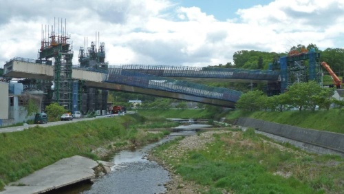 橋桁が落下した新名神高速道路有馬川橋の建設現場。2016年4月撮影(写真:日経コンストラクション)