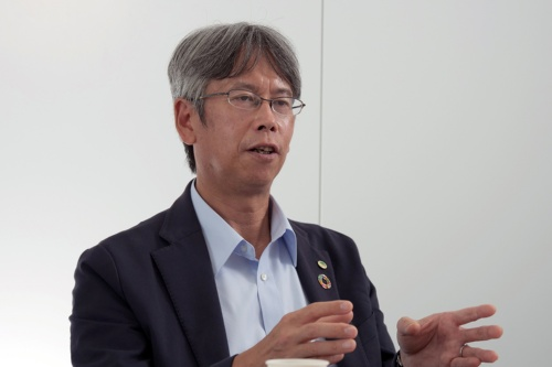 日立建機で協調安全の研究開発の陣頭指揮を執る枝村学氏(写真:新関 雅士)
