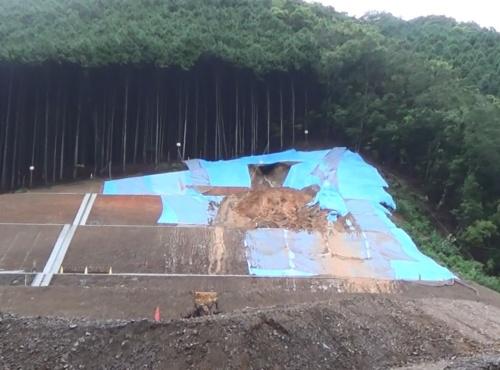 西日本豪雨で崩壊した法面A(写真:西日本高速道路会社)