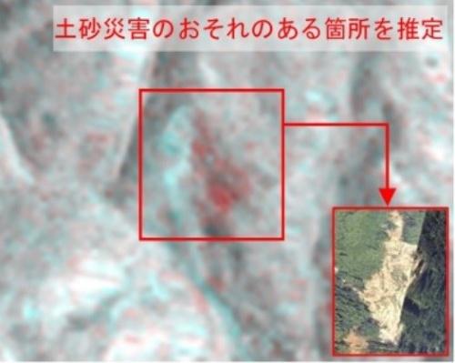 人工衛星の画像を用いた災害発生箇所の判読例。国交省と宇宙航空研究開発機構(JAXA)は災害時の人工衛星の活用を促進する取り組みを継続している(資料:国土交通省)