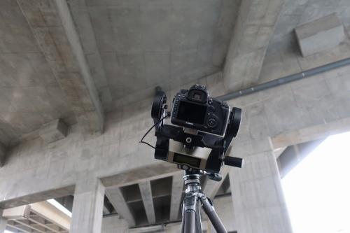 自動で角度を調整し、広範囲を撮れる機材を使った撮影の様子(写真:キヤノン)