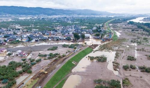 台風19号で長野市内の千曲川が氾濫し、流域で甚大な被害が生じた(写真:大村 拓也)
