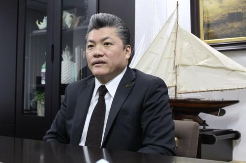 中央建設の渡部功治社長。愛媛県今治市の小さな建設会社だったが、2010年から東京で営業を始め、事業規模を拡大させた(写真:日経 xTECH)