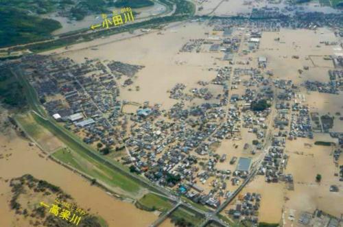 2018年7月8日の岡山県倉敷市真備地区の様子。同地区面積の約4分の1が浸水し、51人が命を落とした(写真:国土交通省)