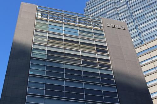 東京都品川区に立つ前田道路の本社ビル。前田建設とは半世紀以上にわたって緩やかなグループ関係を継続してきた(写真:日経 xTECH)