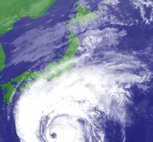 日本列島に接近する台風19号。2019年10月11日午前10時の衛星画像(写真:気象庁)