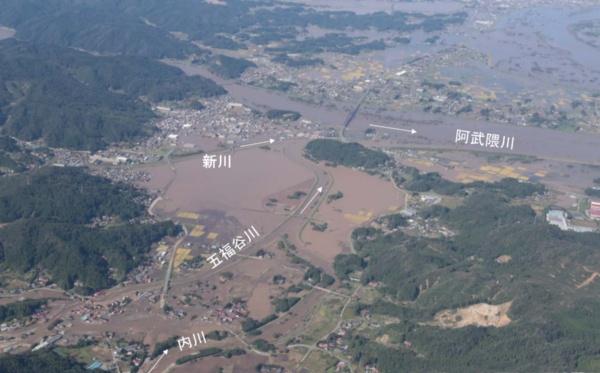 台風19号の襲来直後の浸水状況。内川が五福谷川と新川と合流して阿武隈川に注ぐ。2019年10月13日に国土地理院が撮影(資料:宮城県)